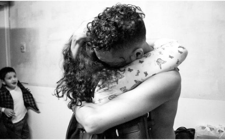 """""""Rapeando pa' que nunca vuelva a trabajar mamá"""": Con nuevo álbum en vivo y el emotivo documental """"Street Documents"""", Jonas Sanche consagra la primera etapa de su carrera musical."""